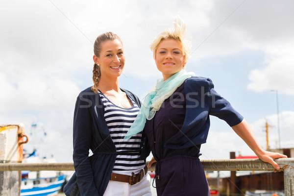 Znajomych stałego port molo kobieta Zdjęcia stock © Kzenon