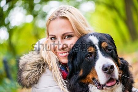 Frau Hund Herbst Park Stock foto © Kzenon