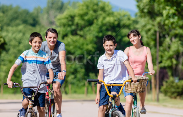 Aile dört bisiklet tur yaz çocuklar Stok fotoğraf © Kzenon
