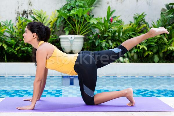 Fiatal nő testmozgás alsó test edzés fitt Stock fotó © Kzenon