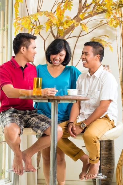 ázsiai emberek szórakozás együtt bár asztal Stock fotó © Kzenon