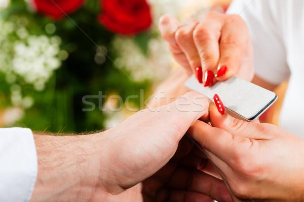 Férfi manikűrös manikűr nő kéz szépség Stock fotó © Kzenon