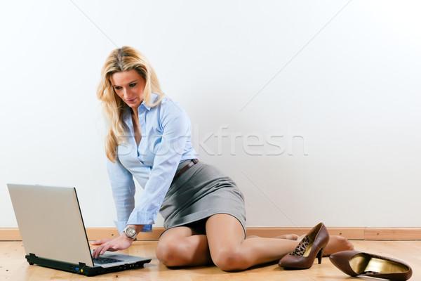 Business woman arbeiten home Laptop Stock Computer Stock foto © Kzenon