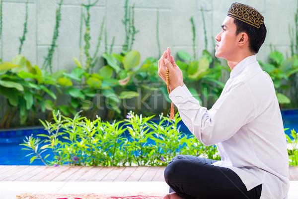азиатских мусульманских человека молиться ковер бисер Сток-фото © Kzenon