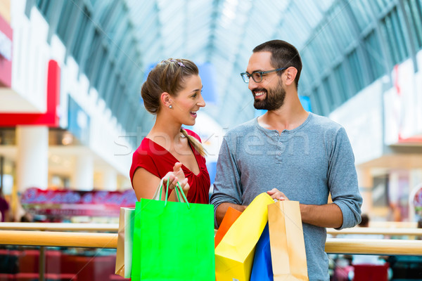 Mann Frau Einkaufszentrum Taschen Paar Warenkorb Stock foto © Kzenon