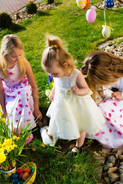 çocuklar easter egg hunt tavşan çayır bahar ön plan Stok fotoğraf © Kzenon