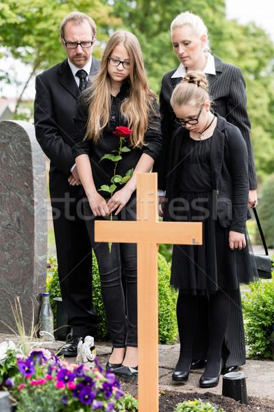 家族 喪 墓 墓地 墓地 花 ストックフォト © Kzenon