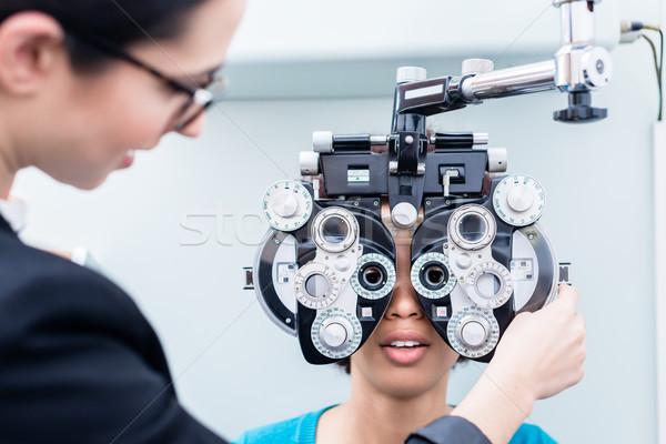 Foto stock: óptico · mujer · ojo · optometrista · ojos