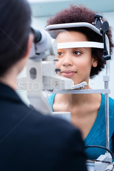 Opticien femmes yeux magasin femme Photo stock © Kzenon