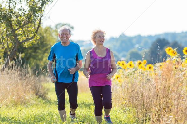 Alegre pareja de ancianos correr junto aire libre Foto stock © Kzenon