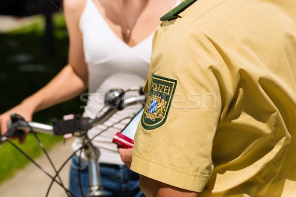 полиции женщину велосипед полицейский движения Сток-фото © Kzenon