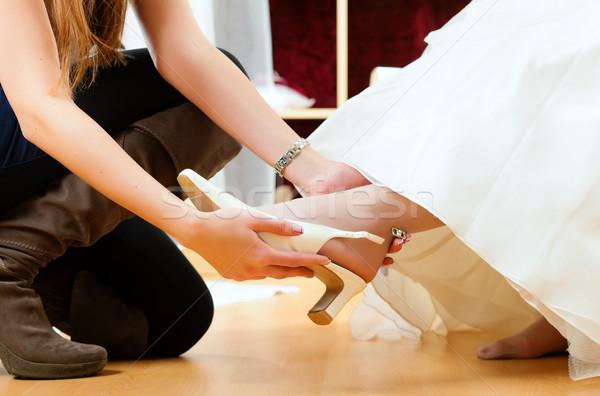 Bruid kleding winkel bruiloft jurken kiezen Stockfoto © Kzenon