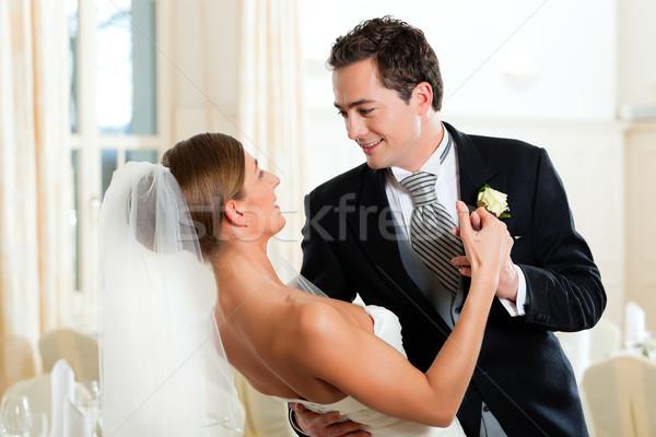 Bruid bruidegom dansen eerste dans bruiloft Stockfoto © Kzenon