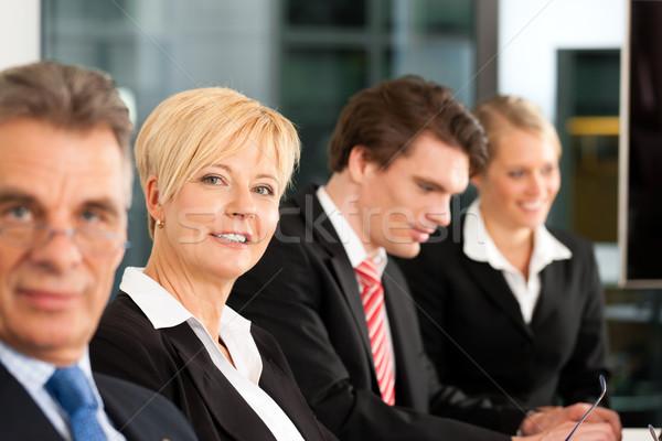 üzlet csapat iroda főnök néz üzletember Stock fotó © Kzenon