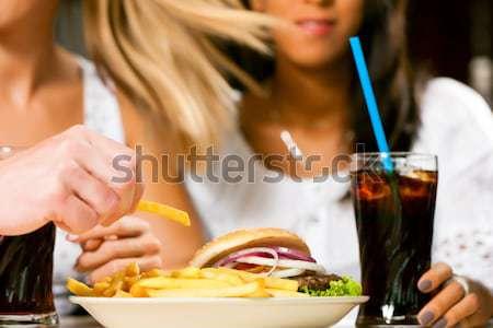 二人の女性 食べ 鶏 翼 飲料 ソーダ ストックフォト © Kzenon