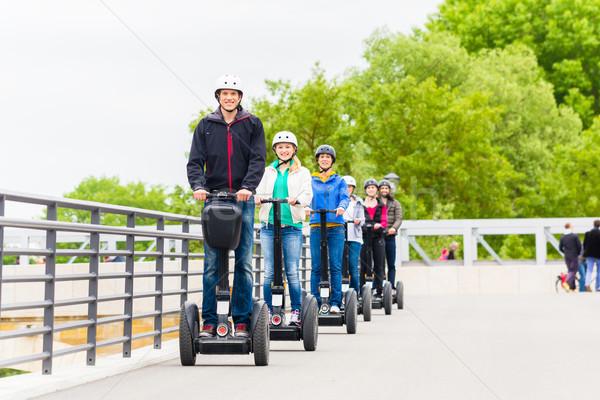 Toeristische groep rijden sightseeing tour stad Stockfoto © Kzenon