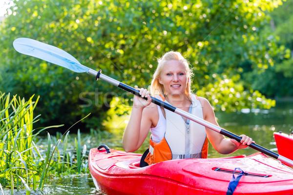 Amigos conducción kayak forestales río mujer Foto stock © Kzenon