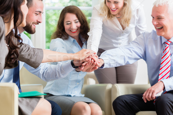 Equipo de negocios motivación mejor trabajo negocios oficina Foto stock © Kzenon