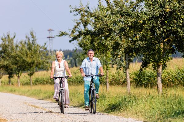 Idős nő férfi bicikli turné út Stock fotó © Kzenon