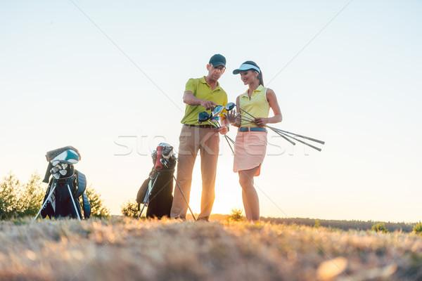 Golf oktató tanít fiatal nő különböző golfütők Stock fotó © Kzenon