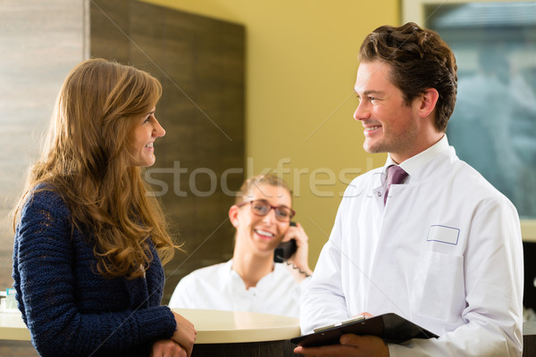Stok fotoğraf: Kadın · doktor · resepsiyon · klinik · hasta · ofis
