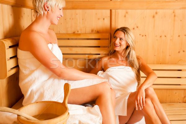 Duas mulheres sauna quente casual conversar Foto stock © Kzenon