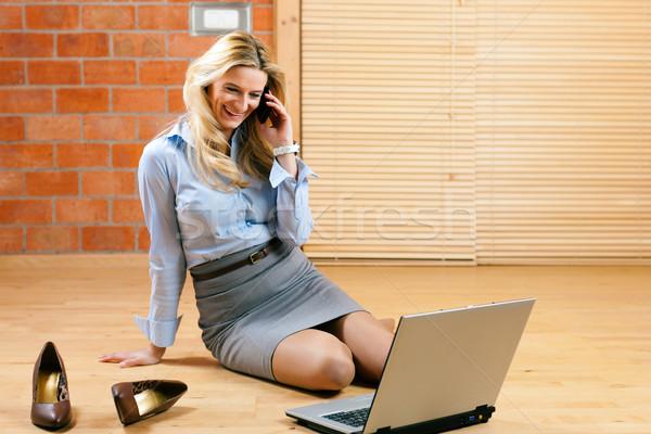 Business woman arbeiten home Laptop Stock Telefongespräch Stock foto © Kzenon
