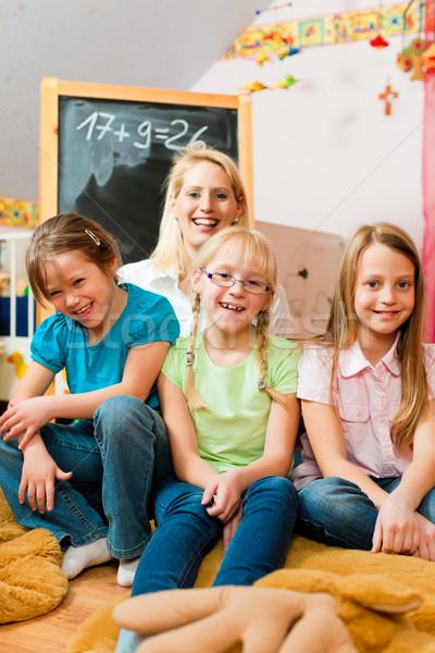 Anya iskolás gyerekek család összes iskola gyerekek Stock fotó © Kzenon