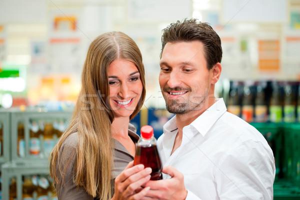 пару супермаркета покупке напитки вместе Сток-фото © Kzenon