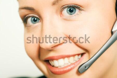 Centro de llamadas operador retrato amistoso femenino teléfono Foto stock © Kzenon