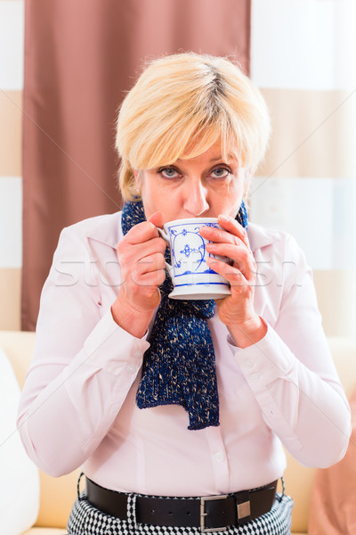 Senior drinken thee genezen griep oude vrouw Stockfoto © Kzenon