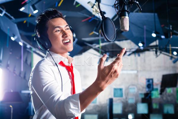 ázsiai férfi énekes dal zenei stúdió profi Stock fotó © Kzenon