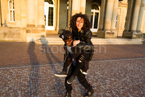 Afroamerikai férfi hordoz nő háton szeretet Stock fotó © Kzenon