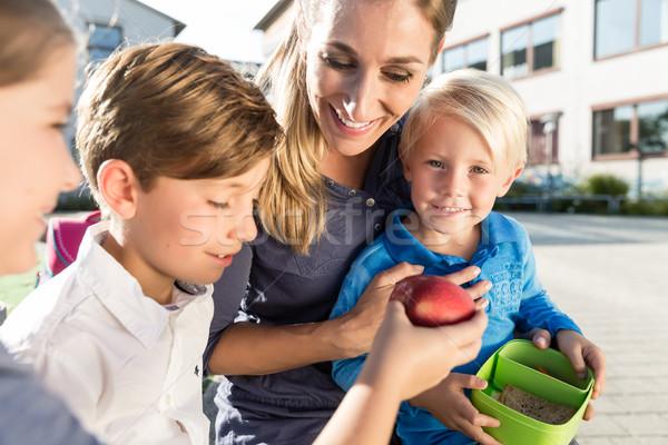 Photo stock: Maman · enfants · déjeuner · école