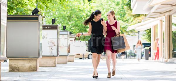 Kettő gyönyörű nők néz divat fiatal Stock fotó © Kzenon