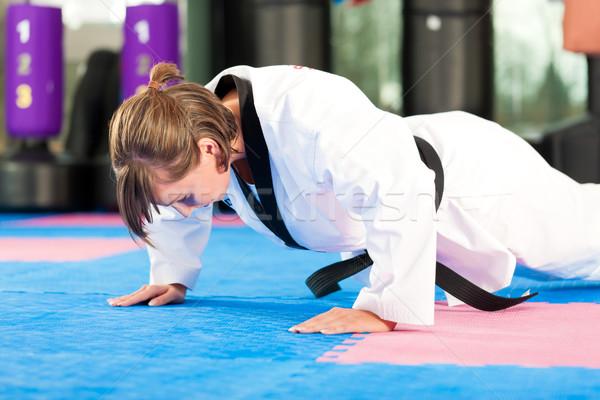 Arts martiaux sport formation gymnase femme Photo stock © Kzenon