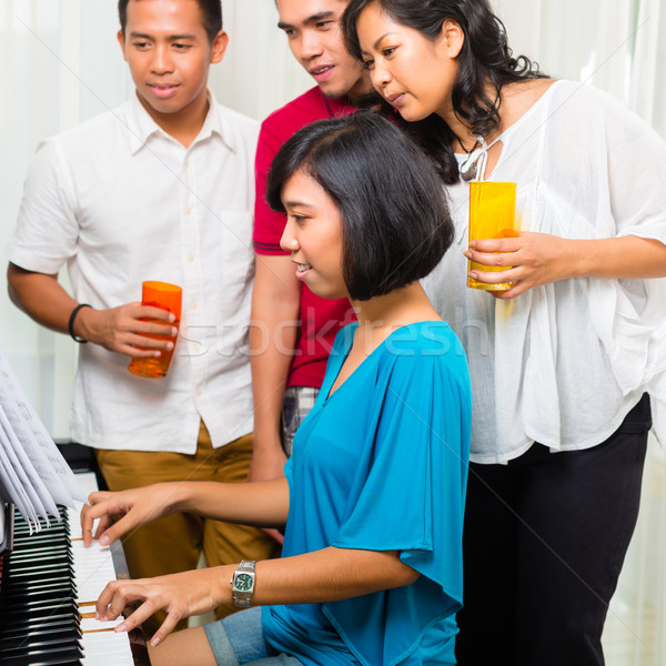 ázsiai emberek ül együtt zongora szórakozás Stock fotó © Kzenon