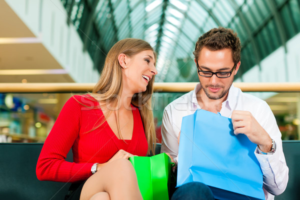 Homem mulher sacos casal colorido Foto stock © Kzenon