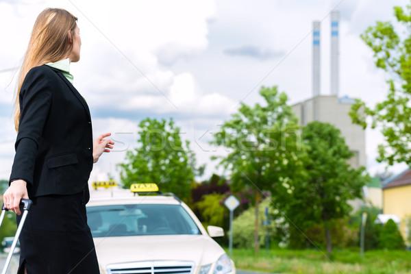 Genç işkadını taksi durdurmak iş araba Stok fotoğraf © Kzenon