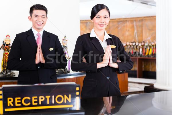 Kínai ázsiai recepció csapat hotel elöl Stock fotó © Kzenon