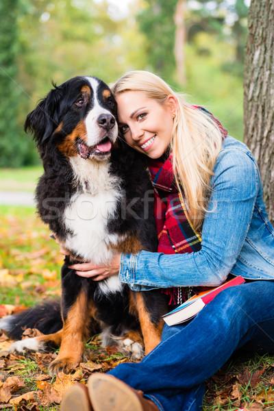 Mulher cão fora parque grama Foto stock © Kzenon
