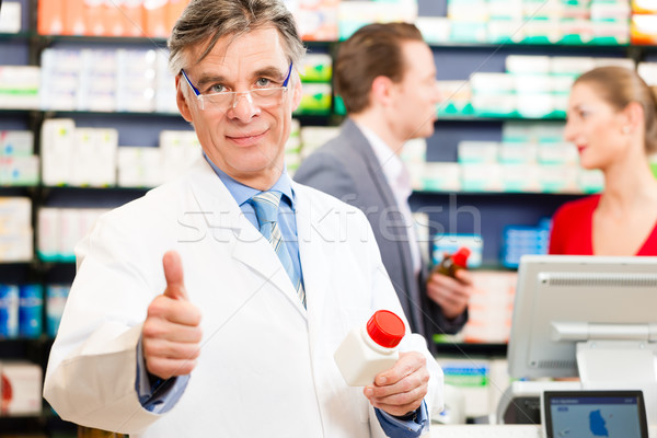 Apotheker Kundschaft Apotheke halten Flasche Business Stock foto © Kzenon