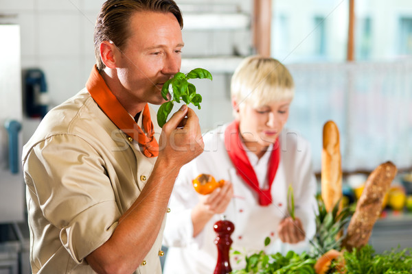 Stok fotoğraf: şefler · restoran · otel · mutfak · pişirme · iki