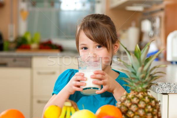 çocuk içme süt sağlıklı beslenme taze meyve tablo Stok fotoğraf © Kzenon