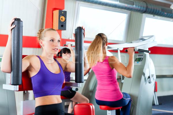 Ginásio pessoas força esportes treinamento três Foto stock © Kzenon