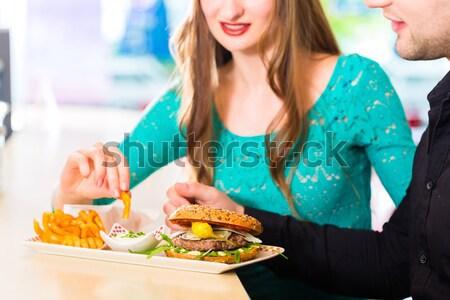 Pessoas americano diner restaurante alimentação burger Foto stock © Kzenon