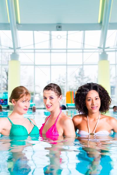 Mujeres natación público piscina salud Foto stock © Kzenon