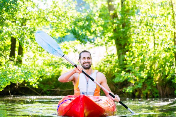 Hombre kayak río agua deporte forestales Foto stock © Kzenon