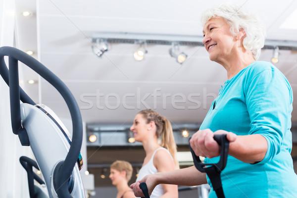 Grupo placas ginásio treinamento fitness esportes Foto stock © Kzenon