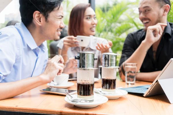 Kávé felszolgált asztal három barátok kint Stock fotó © Kzenon